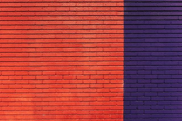 červenomodrá stěna.jpg