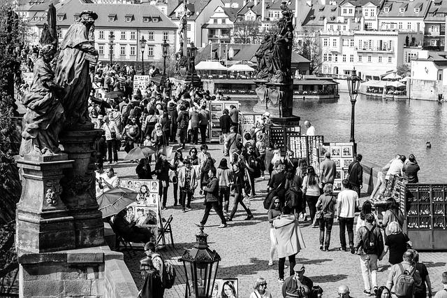 Karlův most v minulosti.jpg